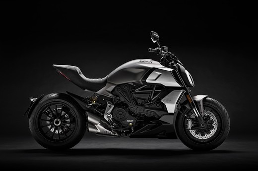 01_ducati_diavel_1260_uc68922_low_large.jpg
