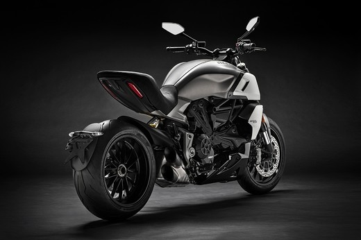 02_ducati_diavel_1260_uc68923_low_large.jpg