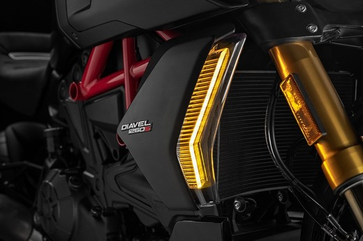 39_ducati_diavel_1260_s_uc68927_low_large.jpg